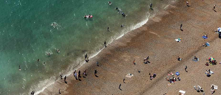 Sunbathers relax on the beach and in the sea in Brighton © Chris Ratcliffe/Bloomberg via Getty Images
