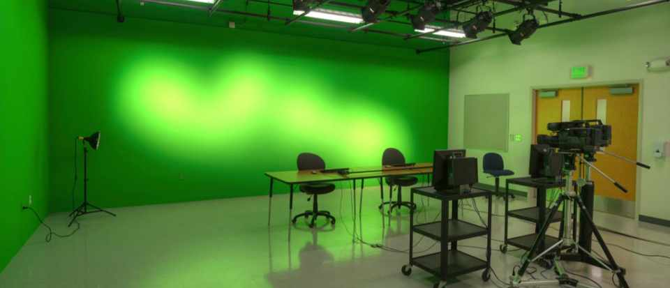 Why is a green screen green? © iStock
