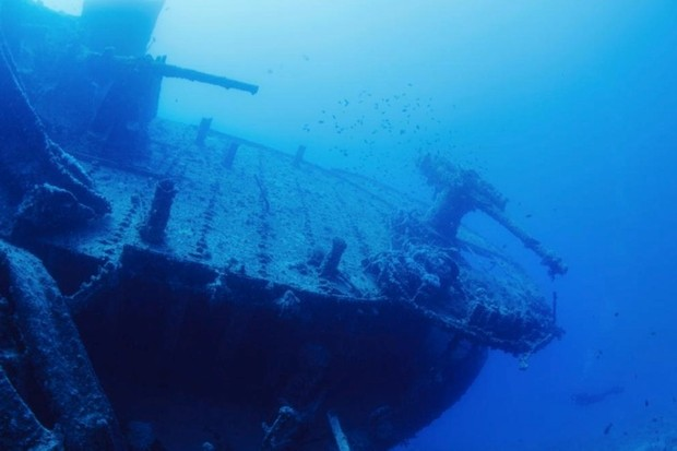 Could a cannon ball from an 18th-century ship sink a modern ship? © iStock