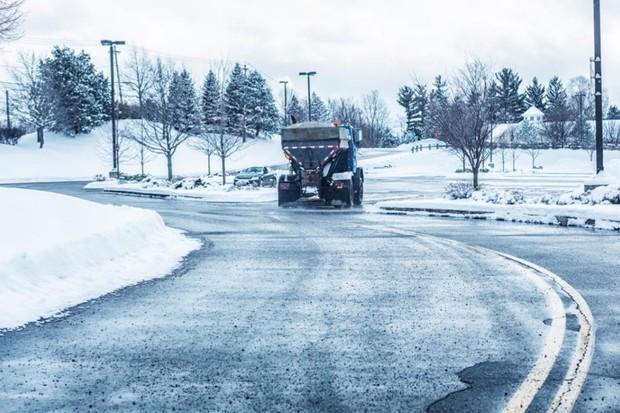 How does salt melt snow? © iStock