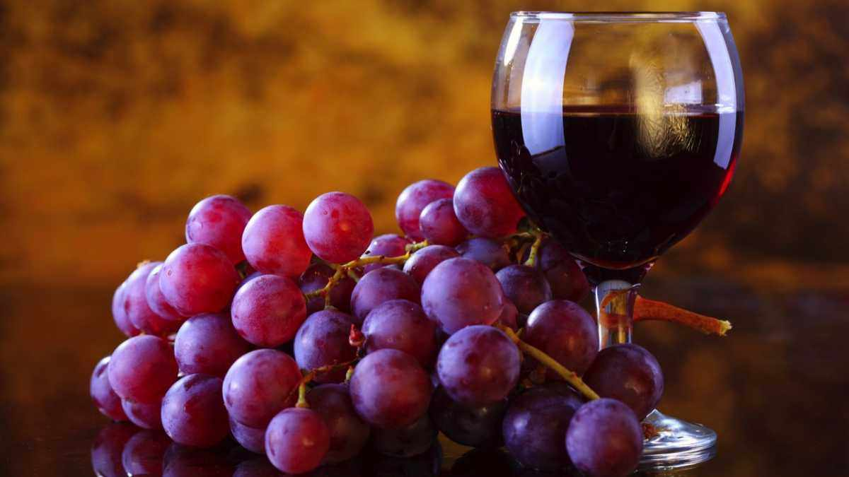Is eating red grapes as good for you as drinking red wine? © iStock