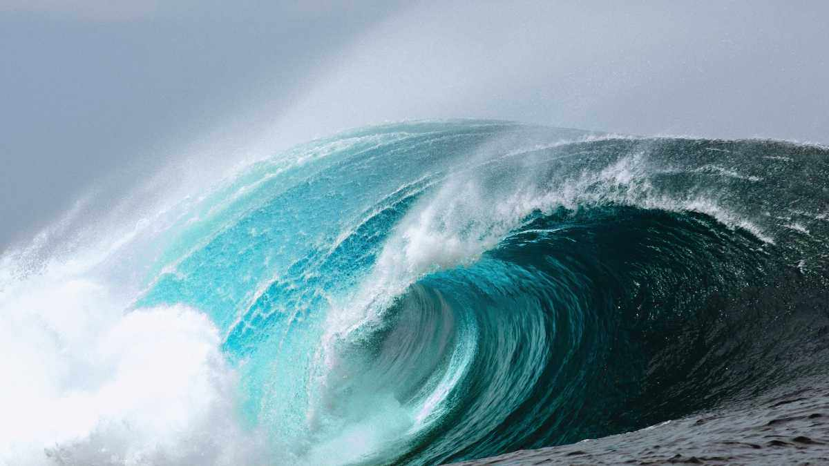 What causes waves? © iStock