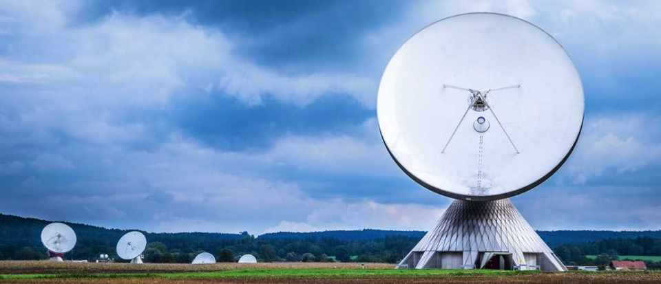 Why is the bowl of the radio telescope painted white? © iStock