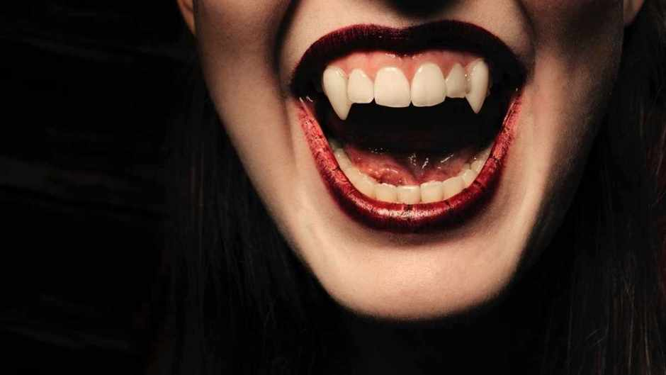 Could I live as a vampire by just drinking blood? © iStock