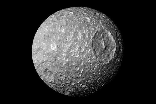 Mimas (© By NASA/JPL-Caltech)