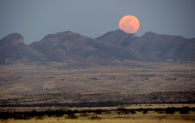 A supermoon sets over these Arizona hills in May 2012 (image credit: Ken Bosma)