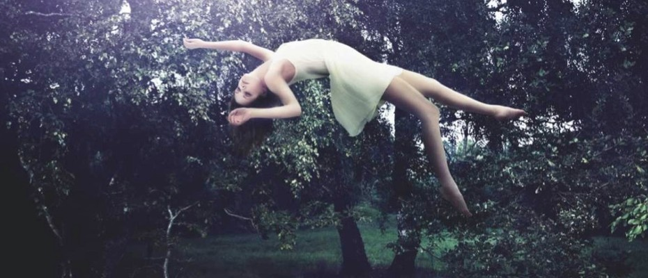 How is lucid dreaming possible?