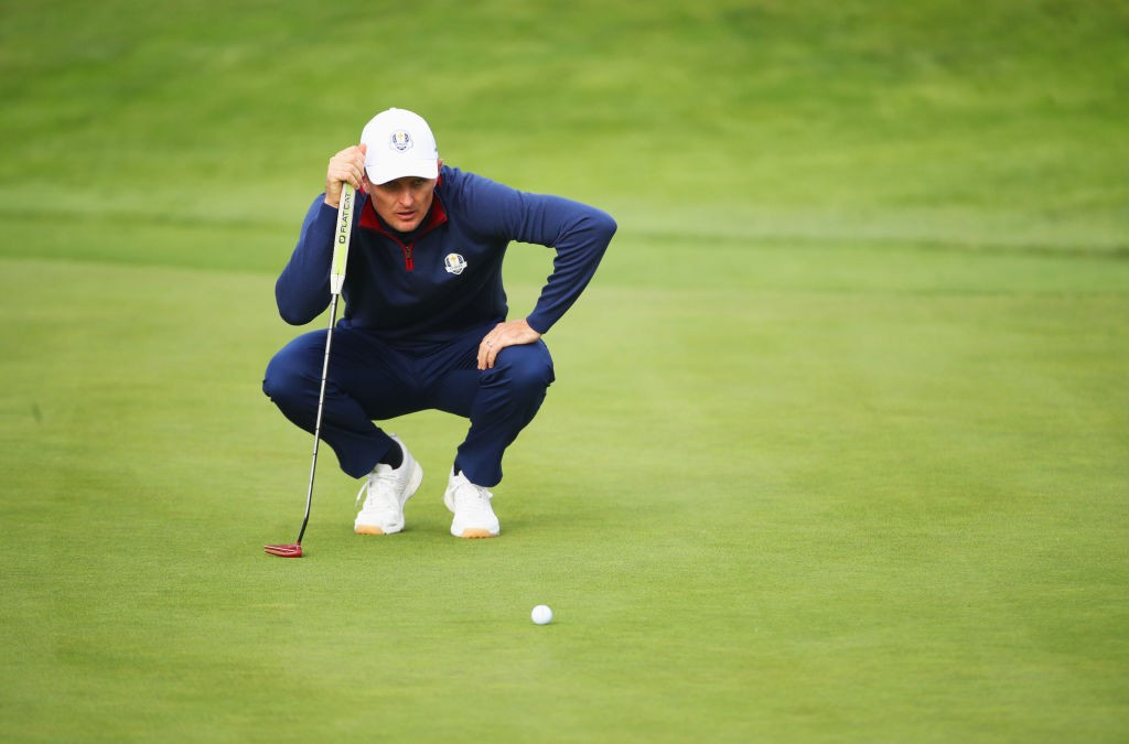 PARIS, FRANCE - SEPTEMBER 28:  Justin Rose of Europe lines up a putt on the 7th green during the morning fourball matches of the 2018 Ryder Cup at Le Golf National on September 28, 2018 in Paris, France.  (Photo by Christian Petersen/Getty Images)