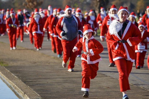 Helper Santas in training? © Tolga Akmen/Anadolu Agency/Getty Images