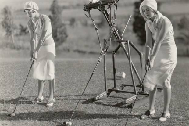 American actress Penny Singleton (right) takes golf lessons from a mechanical instructor in the 1930 musical comedy 'Love in the Rough'© Vintage Images/Getty Images