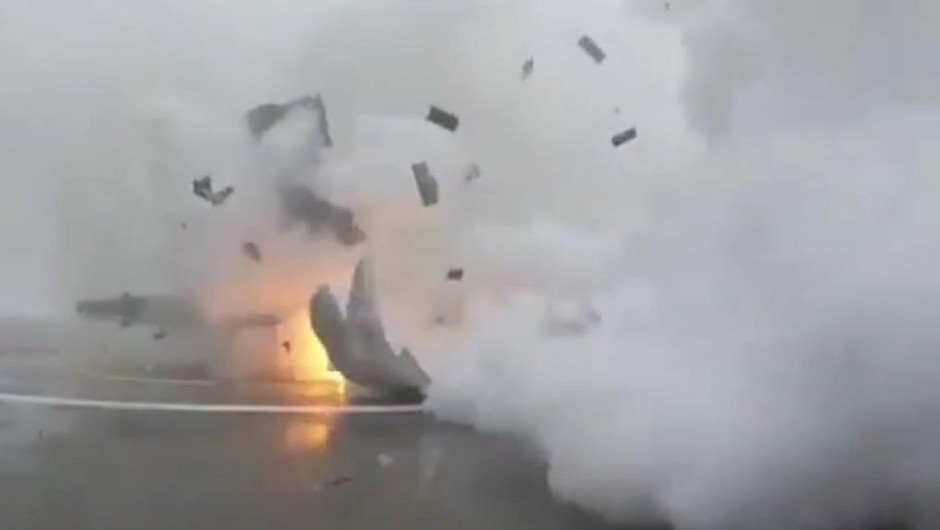 Watch the moment the SpaceX Falcon 9 rocket blasts into pieces on landing © elonmusk/Instagram