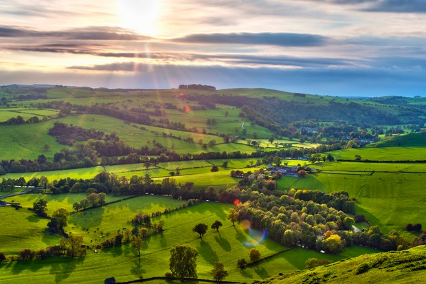 River Manifold Valley near Ilam, Peak District National Park, Derbyshire, England (© Alan Copson/Getty Images)