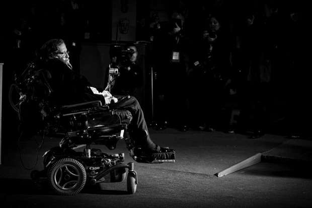 Stephen Hawking attends the EE British Academy Film Awards at The Royal Opera House on 8 February 2015 © Mike Marsland/WireImage