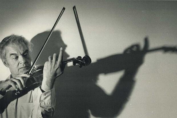 Toronto Symphony violinist Steven Staryk with his Stradivarius © Andrew Stawicki/Toronto Star via Getty Images