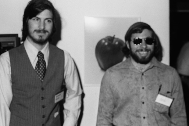Steve Jobs (left) and Steve Wozniak at the first West Coast Computer Faire, where the Apple II computer was debuted, in Brooks Hall, San Francisco, California, 16/17April 1977 (© Tom Munnecke/Getty Images)