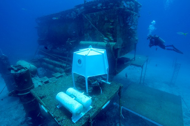 Dr. Ellen Prager, Chief Scientist, for NOAA's manned habitat, Aquarius, hovers near the manmade structure. The underwater habitat allows teams of divers and scientists to live underwater and to conduct a variety of experiments and research projects related to the coral reef environment. The manned habitat also functions as an artificial reef, allowing the attachment and growth of coral colonies and providing hiding places for various types of marine life, such as sponges, fish, and corals © Getty Images