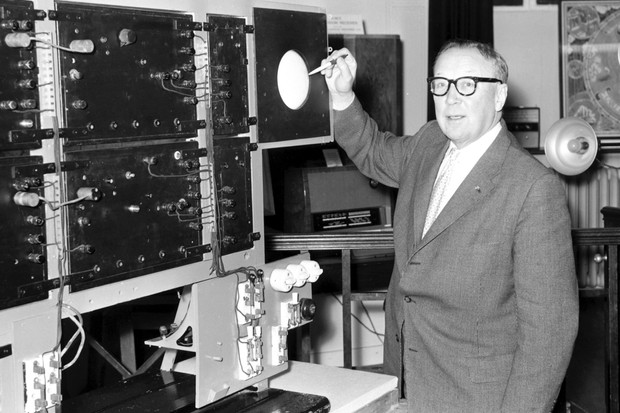 Sir Robert Alexander Watson-Watt with the apparatus he developed to detect reflected radio echoes from enemy aircraft (© SSPL/Getty Images)