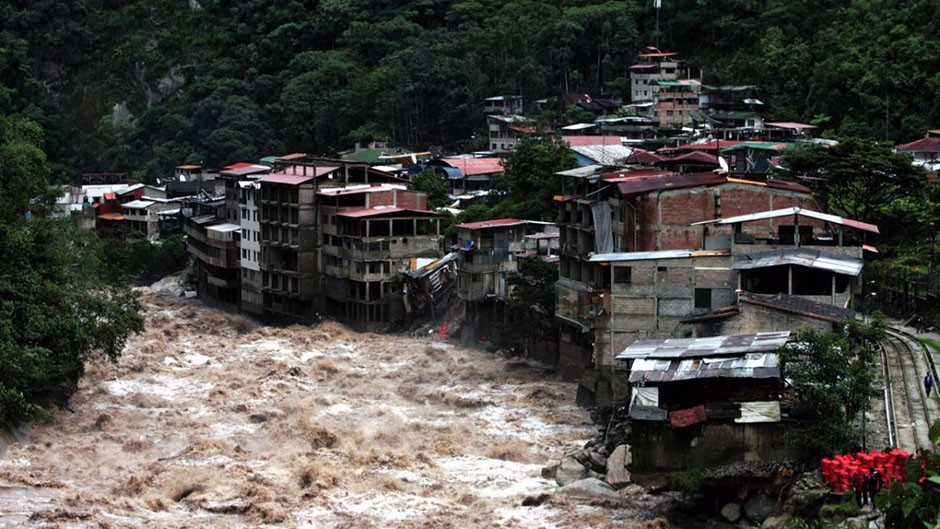 Heavy rains and mudslides devastate Peru during El Nino season (AFP/Getty Images)