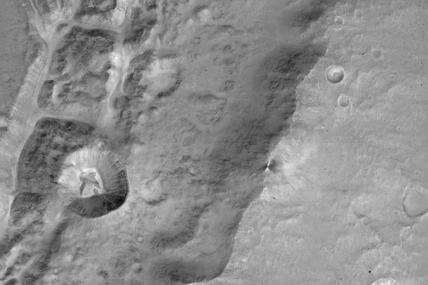 ExoMars close-up of a large unnamed crater north near the Mars equator © ESA/Roscosmos/ExoMars/CaSSIS/UniBE, CC BY-SA