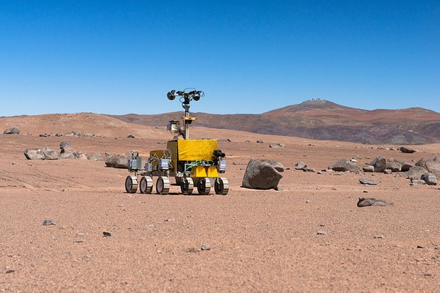 Mars rover being tested near the Paranal Observatory © ESO/G. Hudepohl, CC BY-SA