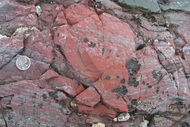 Rocks created from hydrothermal vent precipitates on the seafloor © Dominic Papineau