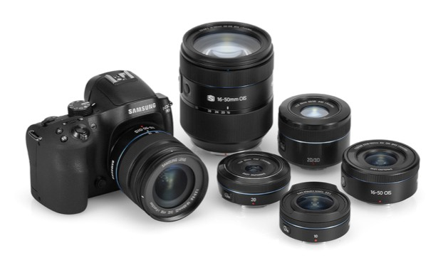 A wide range of lenses is available for the NX30