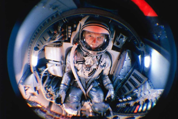 Fish eye view of Project Mercury astronaut John Glenn training © Morse/Life Magazine/The LIFE Picture Collection/Getty Images)
