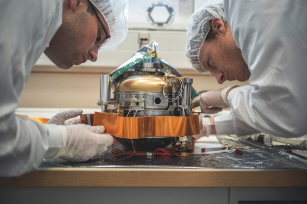 Assembling the SEIS instrument for measuring Marsquakes © NASA