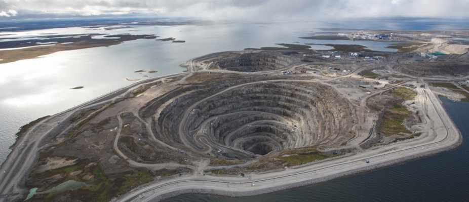 Earth's hidden ocean (Diamond mine based around a kimberlite pipe © Dominion Diamonds)