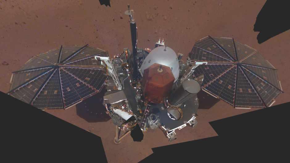 InSight sends back first  selfie from Mars © NASA