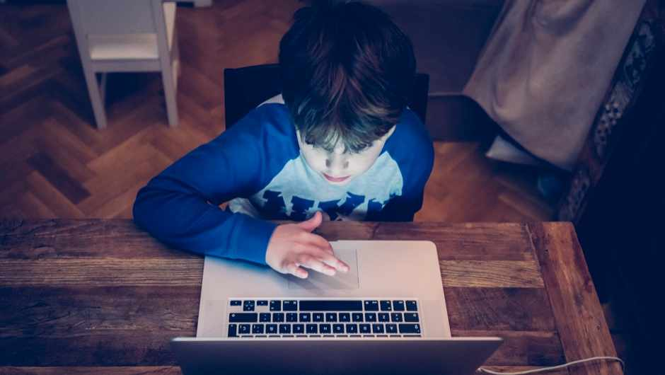 Screen time can delay development in children © Getty images