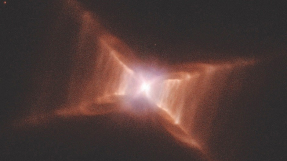 The geometric shape of this gas cloud makes it a space oddity © NASA/Hubble Space Telescope
