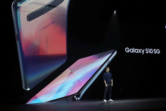 Samsung product marketing manager Drew Blackard announces the new Samsung Galaxy S10 5G during the Samsung Unpacked event on February 20, 2019 in San Francisco, California. Samsung announced a new foldable smart phone, the Samsung Galaxy Fold, as well as a new Galaxy S10 and Galaxy Buds earphones. (Photo by Justin Sullivan/Getty Images)