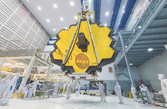 Engineers assemble the primary mirror of the James Webb Space Telescope, due for launch in 2021 © NASA