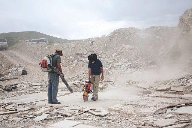 Scientists at the Fossil Lake dig site in Wyoming search for more preserved examples of early life in the rock © Lance Grande/Field Museum