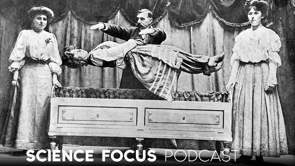 Science Focus Podcast: Do you believe in magic? – Gustav Kuhn (Conjuror Signor Martino levitating Mademoiselle Nita during a stage performance © Hulton Archive/Getty Images)