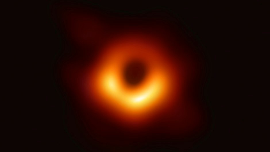 What does a black hole look like? © EHT Collaboration
