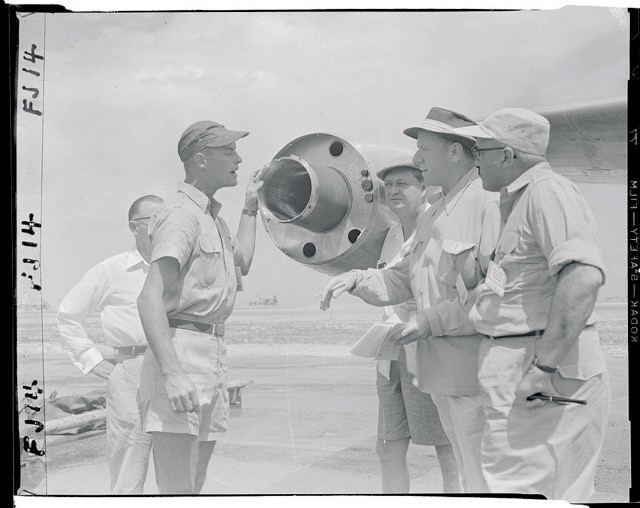Air Force Lieutenant Merle D. Kimball of Salt Lake City explains apparatus used to acquire samples of radiation during the first detonation of the hydrogen bomb on Enewetak Atoll © Bettmann/Getty Images