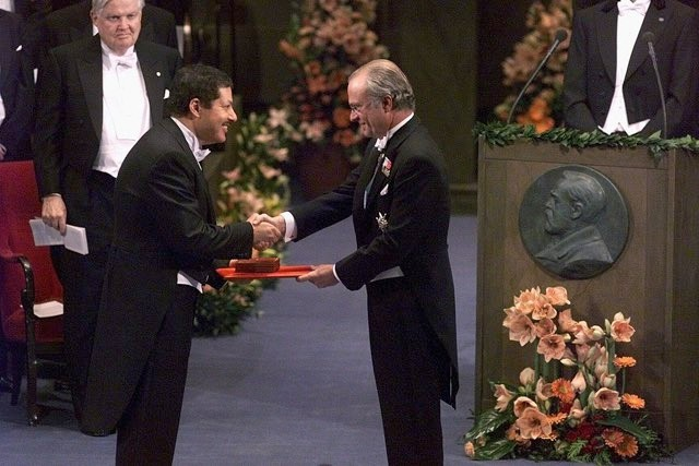 Professor Ahmed H. Zewail receives the Nobel Prize in chemistry from Swedish King Carl XVI Gustaf at the Concert Hall in Stockholm, Sweden, 1999 © Tobias Rostlund/AFP/Getty Images