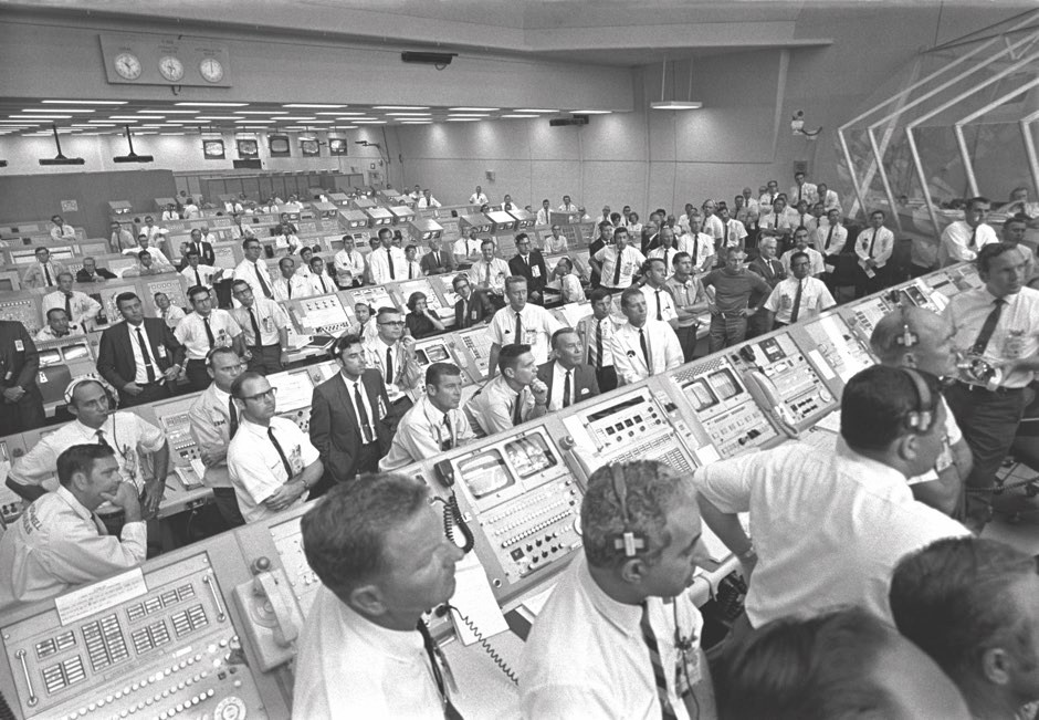 JoAnn Morgan (centre) was the only female engineer on hand for the Apollo 11 launch © NASA/JSC
