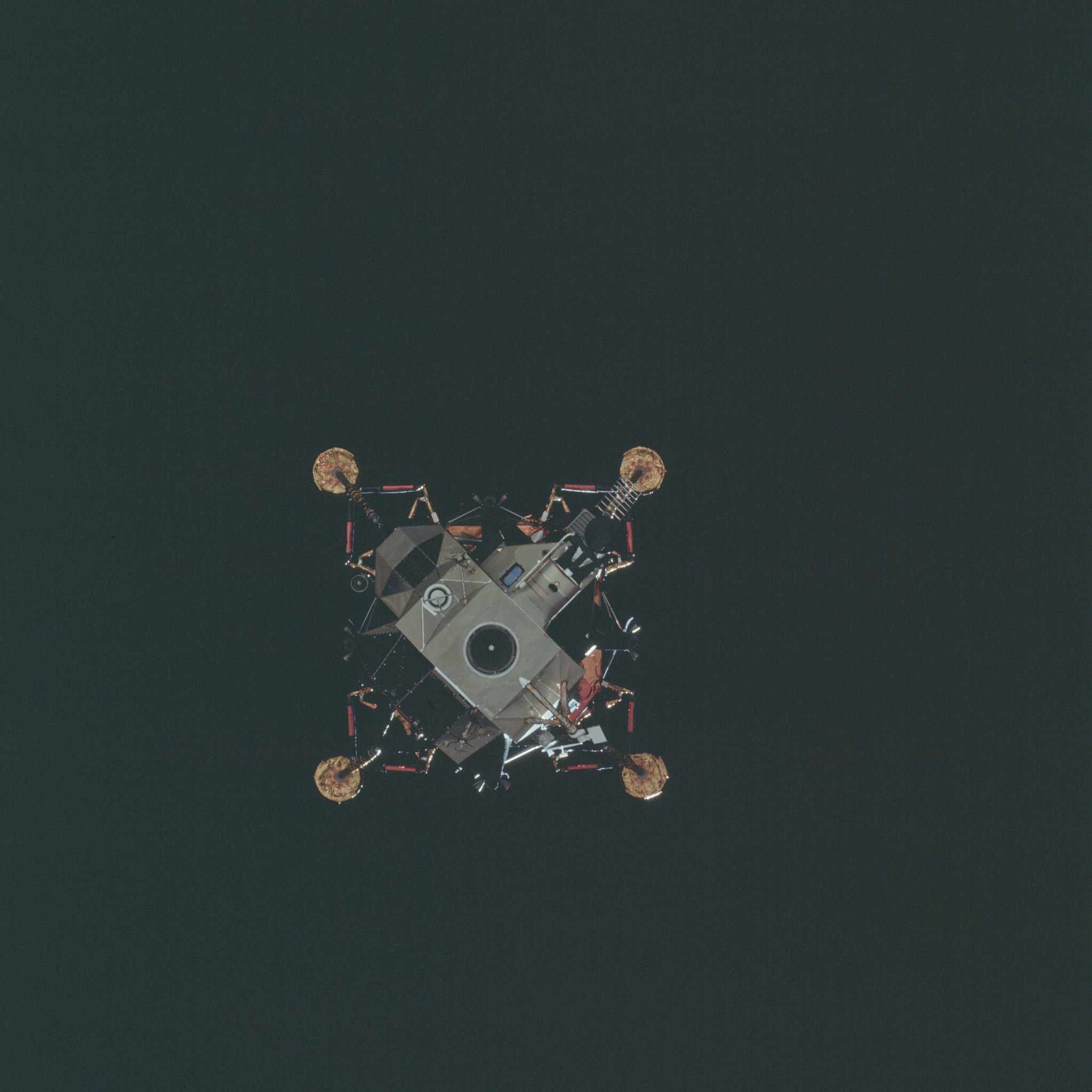 AS14-74-10206 Apollo 14 Hasselblad image from film magazine 74/N - LM inspection