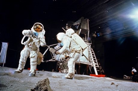 How to argue with a Moon landing denier © NASA Johnson/Flickr