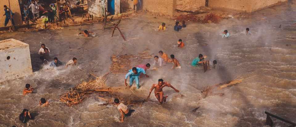 Wellcome Photography Prize: Science's hidden stories (Pakistan Floods © Daniel Berehulak)