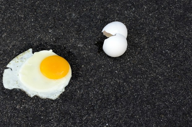How hot would a pavement have to be in order to fry an egg on it? © Getty Images