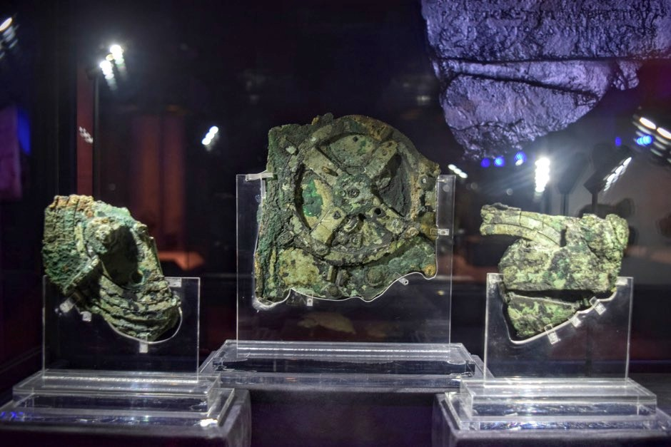 The three largest of the 82 fragments of the Antikythera Mechanism in the National Archaeological Museum, Athens © Weekend Wayfarers/Flickr