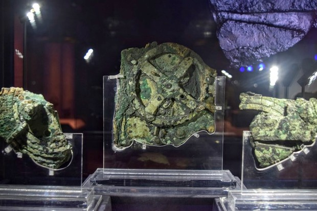 The Antikythera Mechanism: the ancient computer that mapped the stars © Weekend Wayfairers