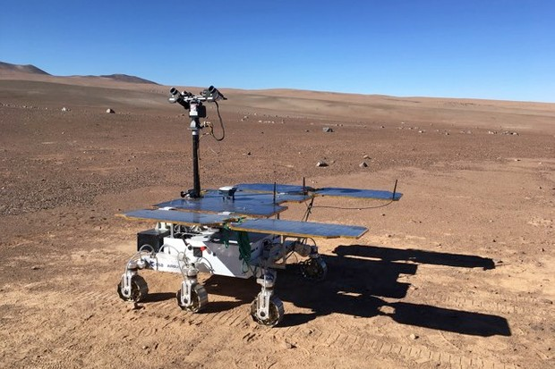 The ExoFit model of the Rosalind Franklin rover is manoeuvered over the surface of the Atacama Desert by mission control, 11,000km away in the UK © ESA