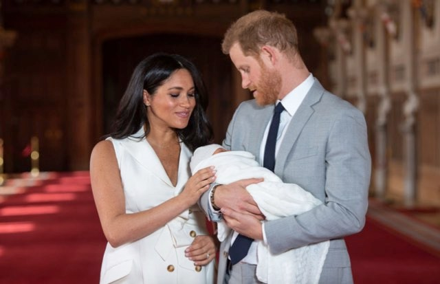 Prince Harry, Duke of Sussex and Meghan, Duchess of Sussex, pose with their newborn son Archie Harrison Mountbatten-Windsor during a photocall in St George's Hall at Windsor Castle on May 8, 2019 in Windsor, England. The Duchess of Sussex gave birth at 05:26 on Monday 06 May, 2019. (Photo by Dominic Lipinski - WPA Pool/Getty Images)