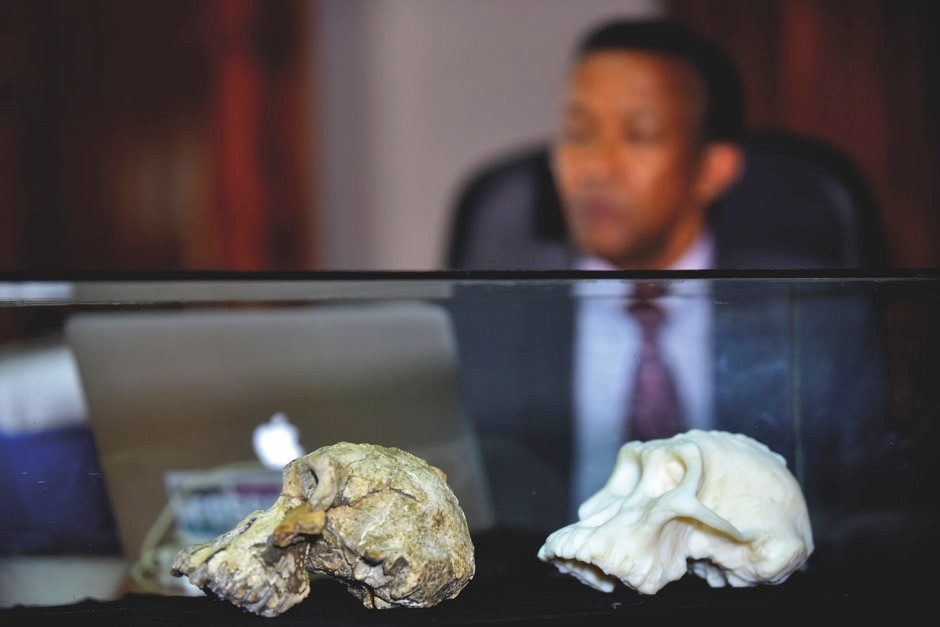 The skull and a 3D-printed replica © Getty Images