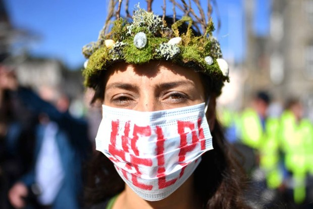 "Climate change: ""To stop a global temperature increase ... the level of ambition needs to be tripled"" (Protesters march and hold placards as they attend the Global Climate Strike on 20 September 2019 in Edinburgh © Jeff J Mitchell/Getty Images)"